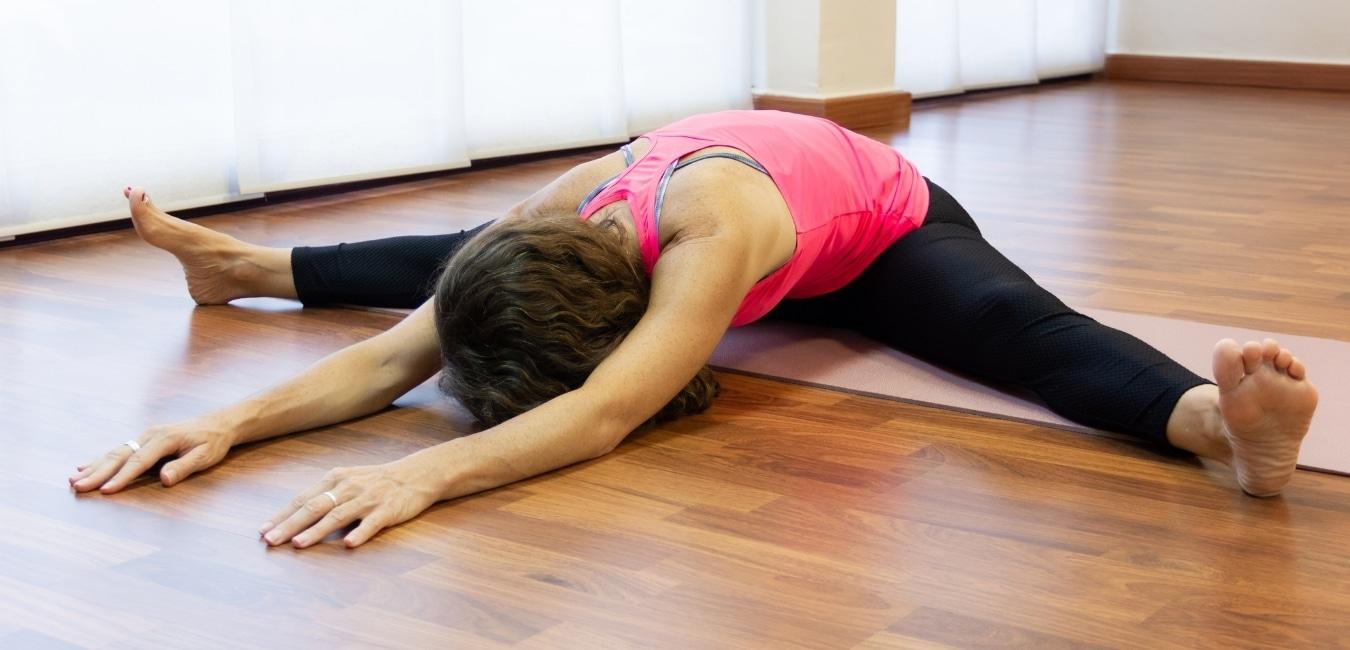 Détente dans une posture de Yin Yoga